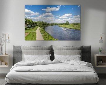 Fietspad langs de rivier de Ems in Haren van Marc Venema