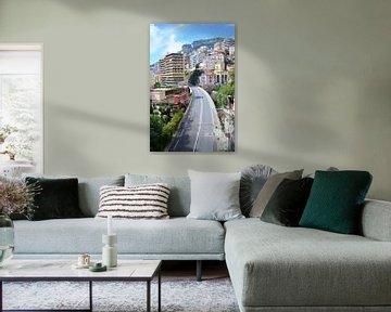 Blick auf Montecarlo in Monaco, die französische Riviera, Autobahn und Gebäude im Mittelmeer von Carolina Reina