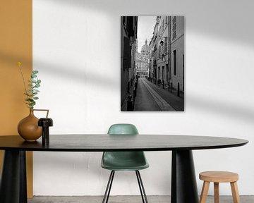 Kleine Straße in Marseille, in schwarz-weiß Reisefotografie von Carolina Reina