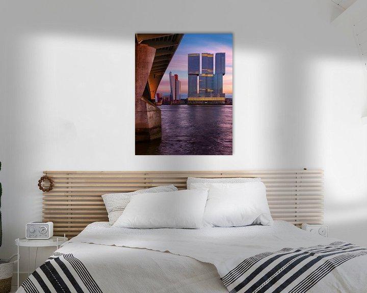 Sfeerimpressie: De Rotterdam bij Avond (gezien vanaf de Eramusbrug) van Paul Kampman