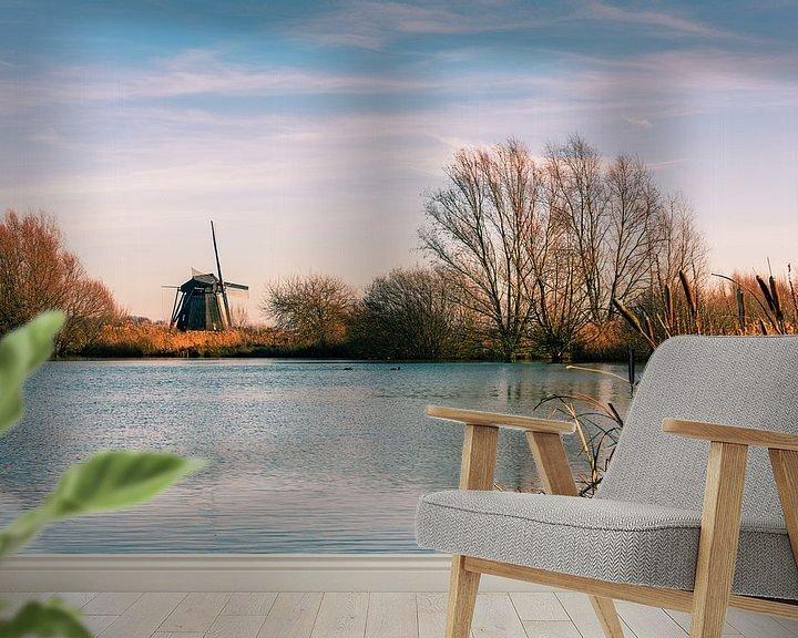 Sfeerimpressie behang: Hollandse molen aan het water van Erna Böhre
