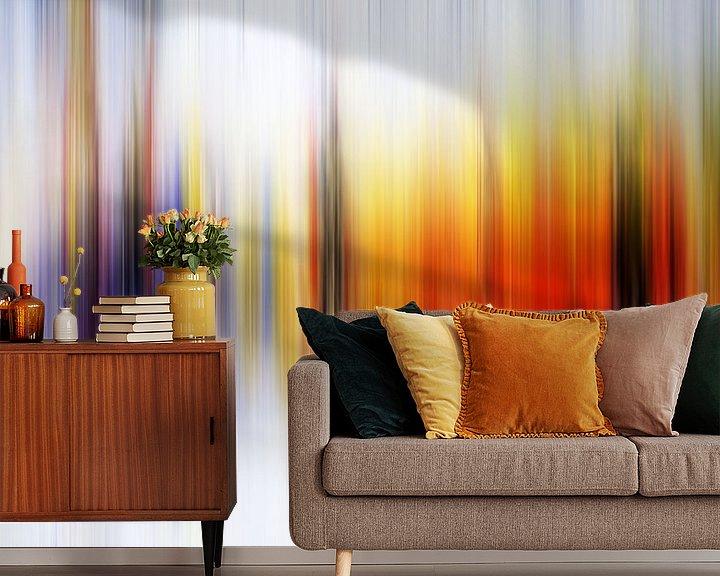 Sfeerimpressie behang: Modern, Abstract Digitaal Kunstwerk in Oranje Paars van Art By Dominic