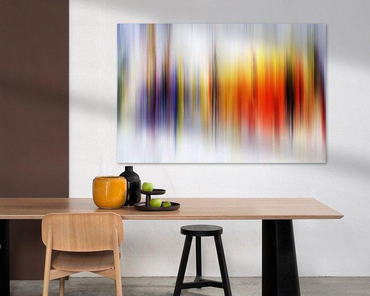 Sfeerimpressie: Modern, Abstract Digitaal Kunstwerk in Oranje Paars van Art By Dominic