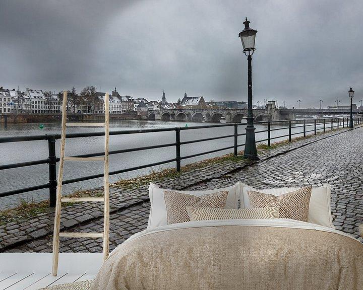 Sfeerimpressie behang: Winterse kijk op Maastricht en de Sint Servaasbrug van Kim Willems