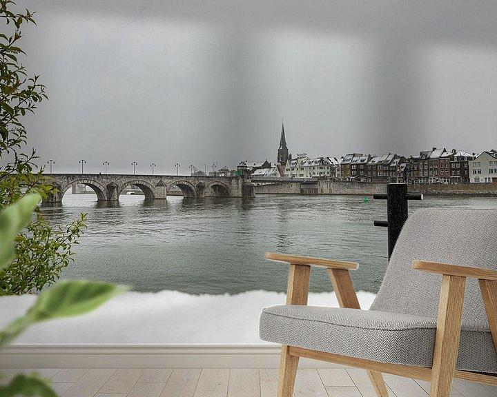Sfeerimpressie behang: Winterse kijk op Wyck, Maastricht en de Sint Servaasbrug van Kim Willems