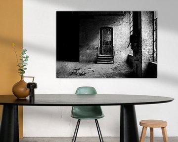 Die Tür in einer verlassenen Fabrik von Eus Driessen