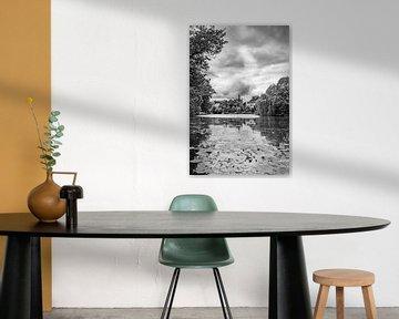 Zwolle Kanal Ansicht mit einem eingehenden Gewitter im Sommer in schwarz und weiß von Sjoerd van der Wal