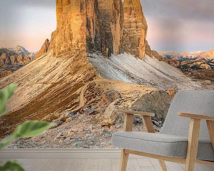 Sfeerimpressie behang: Uitzicht over de Paternsattel naar de Three Peaks van Michael Valjak
