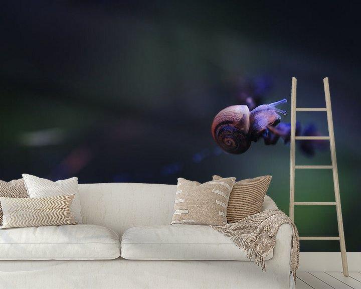 Sfeerimpressie behang: Snail Creature I van Maayke Klaver