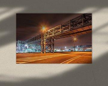 Pipeline Brug oversteken van een weg dans de Gebied de » industriel de nachts, Antwerpen 2 sur Tony Vingerhoets