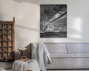 Pipeline-Brücke in der Nähe von petrochemischen Industrie in der Nacht, Antwerpen von Tony Vingerhoets