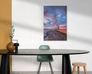 Kade van de Schelde met verbazende wolken bij schemering, Antwerpen 2 van Tony Vingerhoets