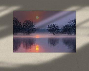 Sonnenaufgang über dem Brabanter Niedermoor von Paul Begijn