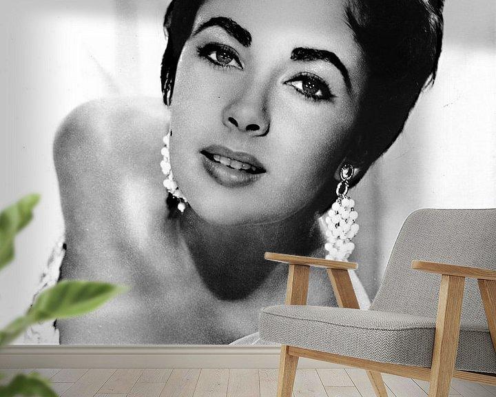 Sfeerimpressie behang: Elizabeth Taylor van Brian Morgan
