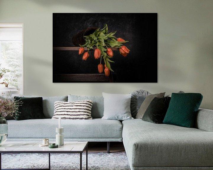 Sfeerimpressie: oranje gevallen tulpen van Peter Abbes