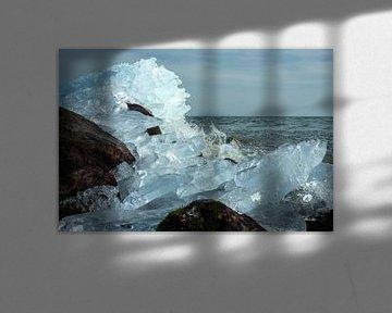 Kruiend ijs in Markermeer van Charlotte Bakker