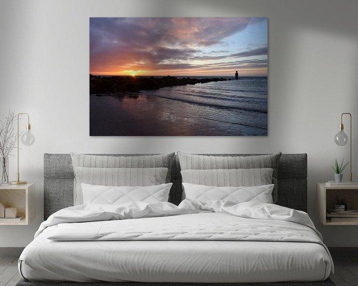 Sfeerimpressie: Noordzee strand Ouddorp tijdens zonsondergang van Marjolein van Middelkoop