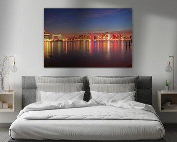 Skyline Rotterdam by night van Capture the Moment 010