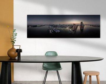 Großes Panorama von der Elbphilharmonie und Hafencity bei Sonnenaufgang von Jonas Weinitschke