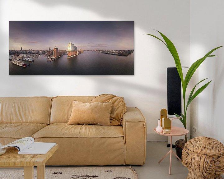 Sfeerimpressie: Panorama van de skyline van Hamburg met weerspiegeling van Jonas Weinitschke