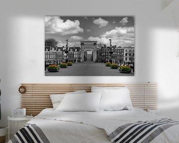 Tulpen bij de Magere brug in Amsterdam van FotoAmsterdam / Peter Bartelings