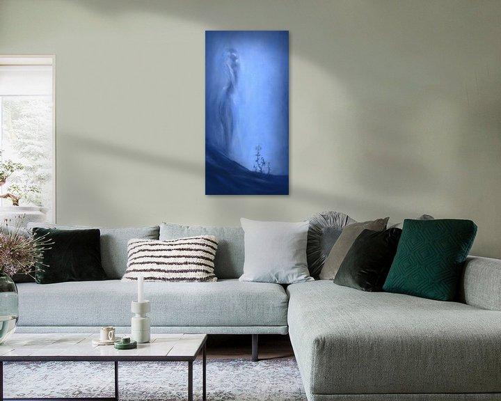 Sfeerimpressie: Hoop in blauw met vrouwelijk silhouet van David Morales Izquierdo