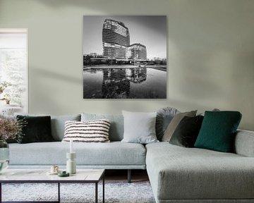 DUO-Gebäude in schwarz-weiß, Groningen, Niederlande von Henk Meijer Photography