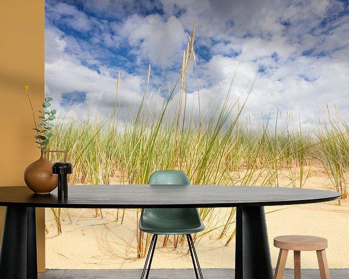 Sfeerimpressie behang: Helmgras op zandduinen Aekingerzand van Jurjen Veerman