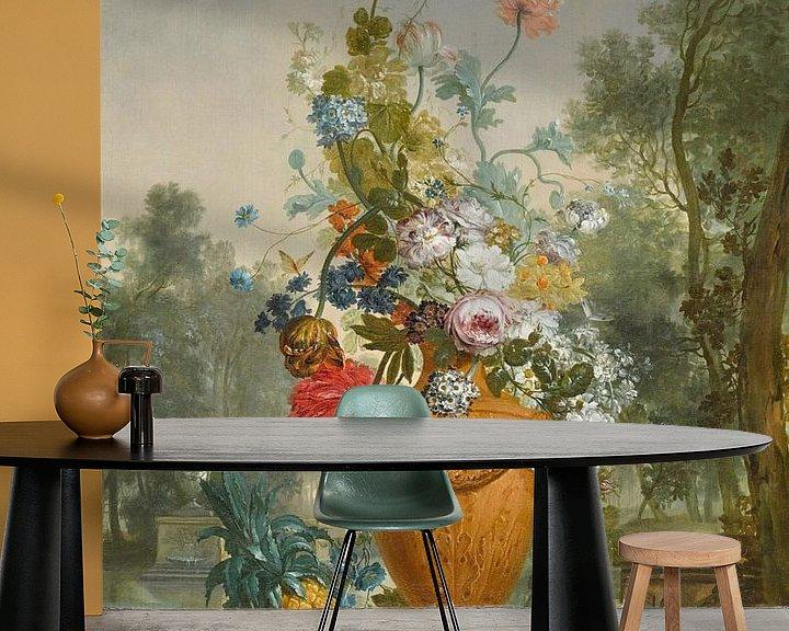 Beispiel fototapete: Eine Vase mit Pfingstrosen, Chrysanthemen und einer Nelke mit exotischen Früchten in einem Garten, J