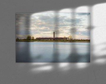 Steenfabriek aan de rivier