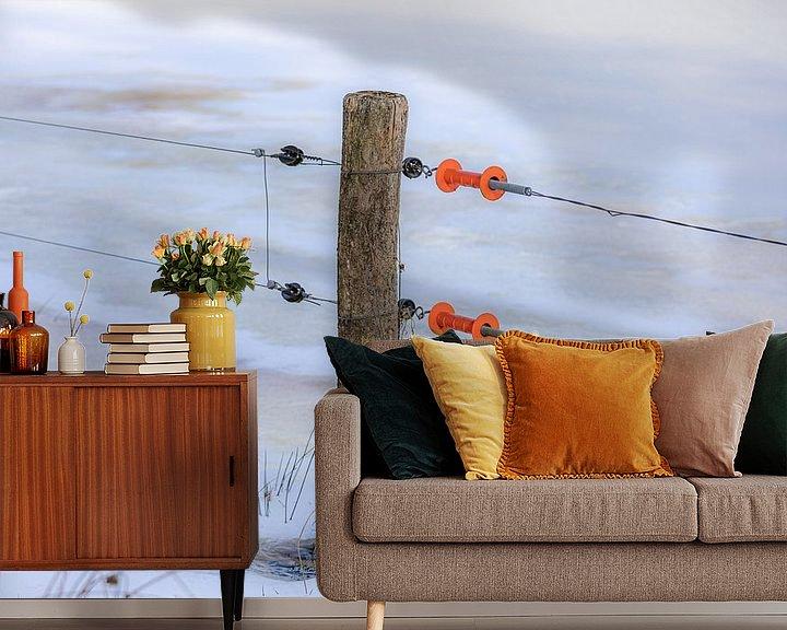 Sfeerimpressie behang: Paaltje met oranje handgrepen van Coby Koops  natuurkieker.nl