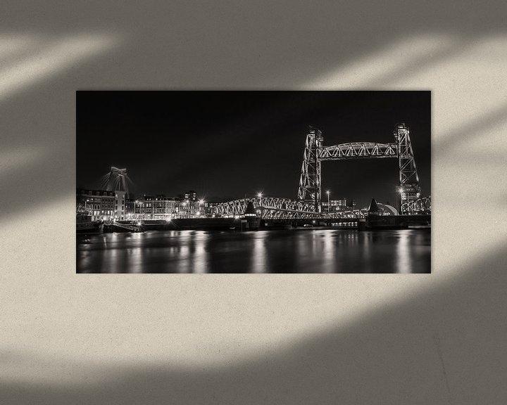 Beispiel: Rotterdam Skyline Nieuwe Maas, Hef und Willemsbrug in schwarz und weiß von Marjolein van Middelkoop