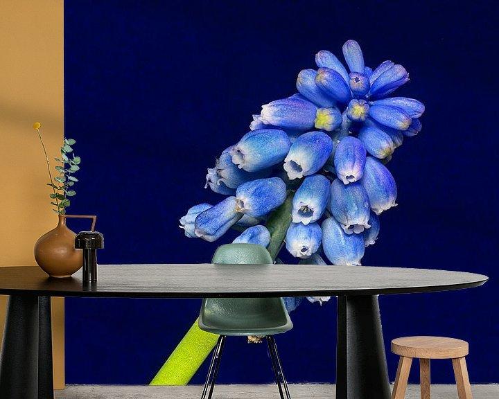 Sfeerimpressie behang: Blauw op blauw van Mike Bing