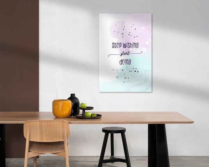 Sfeerimpressie: Stop wishing start doing | floating colors van Melanie Viola