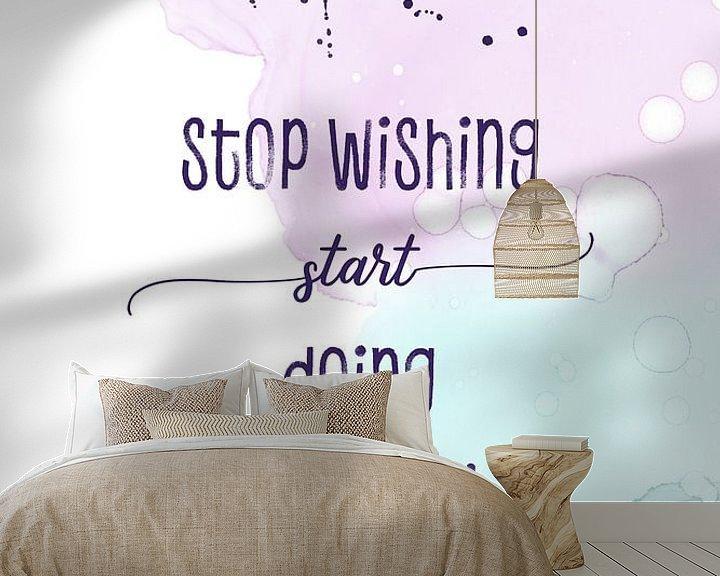 Sfeerimpressie behang: Stop wishing start doing | floating colors van Melanie Viola