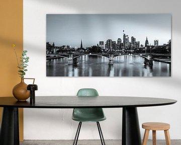 Skyline von Frankfurt mit dem Bankenviertel - Monochrom