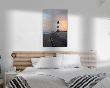 Phare Nieuwe Sluis (Breskens) au coucher du soleil l Photographie de voyage sur Lizzy Komen