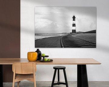 Leuchtturm Nieuwe Sluis (Breskens) in schwarz-weiß horizontal l Reis Fotografie von Lizzy Komen