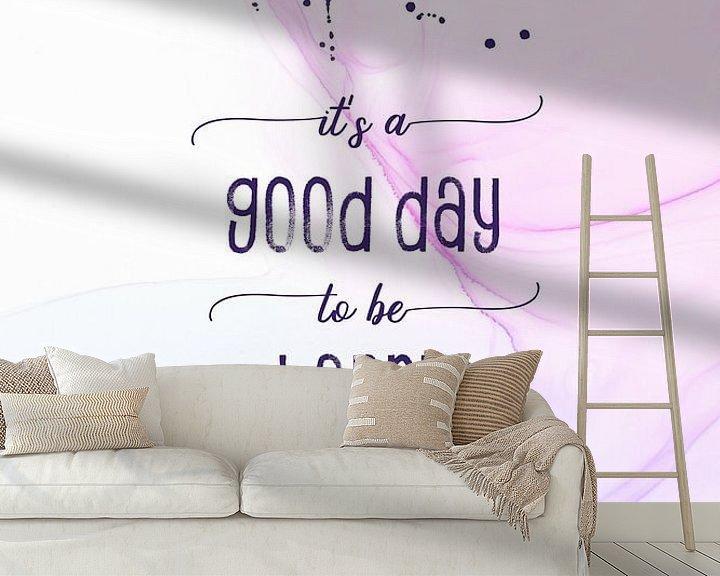 Sfeerimpressie behang: It is a good day to be happy   floating colors van Melanie Viola