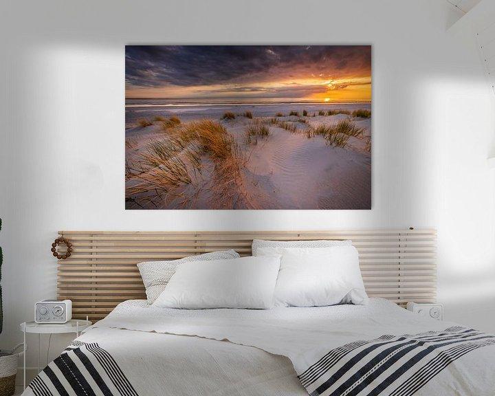 Sfeerimpressie: Zonsondergang op het strand van Westerschouwen op Schouwen-Duivenland in Zeeland met duinen op de vo van Bas Meelker