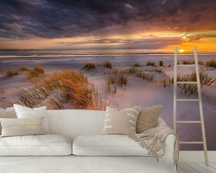 Sfeerimpressie behang: Zonsondergang op het strand van Westerschouwen op Schouwen-Duivenland in Zeeland met duinen op de vo van Bas Meelker