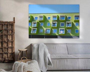 Vooraanzicht van flatgebouw in Ørsted, Kopenhagen, Denemarken van Folkert Jan Wijnstra