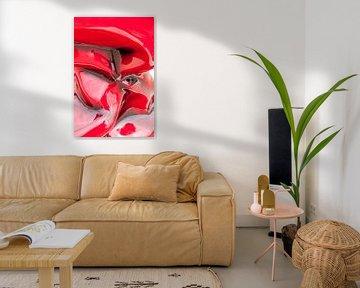 Rood verkreukeld beeld van Wijbe Visser