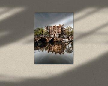 Gracht und alte Häuser in der Jordaan, Amsterdam, Niederlande. von Lorena Cirstea