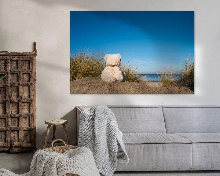 Beispiel: trauriger Teddybär mit Fernweh am Strand von Warnemünde von Heiko Kueverling
