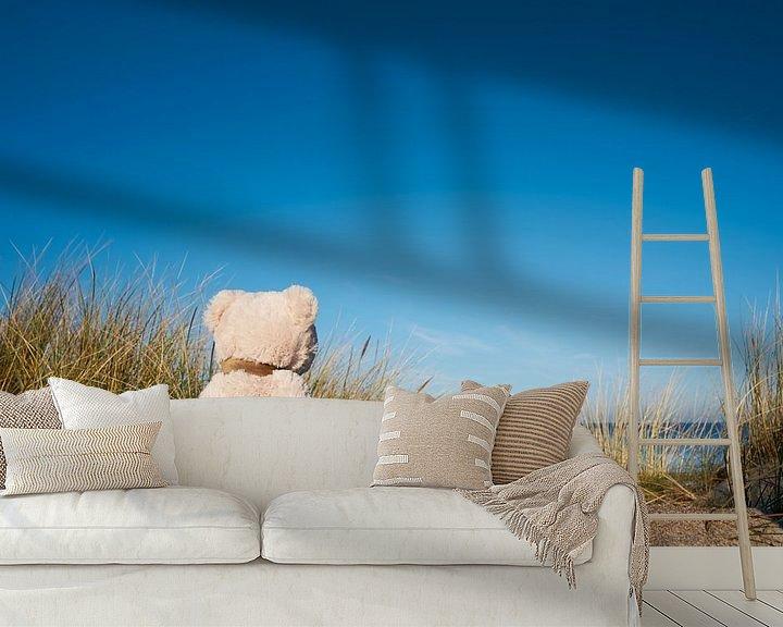 Beispiel fototapete: trauriger Teddybär mit Fernweh am Strand von Warnemünde von Heiko Kueverling