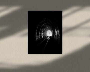 Das Licht am Ende eines Eisenbahntunnels von Andreea Eva Herczegh