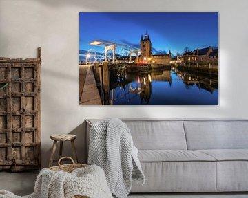 Blue hour foto van de Zuidhavenpoort in Zierikzee van Jan Poppe