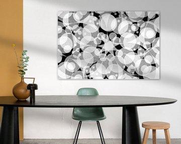 Abstraktes Muster aus runden Formen und Stern in Schwarz und Weiß von Lisette Rijkers