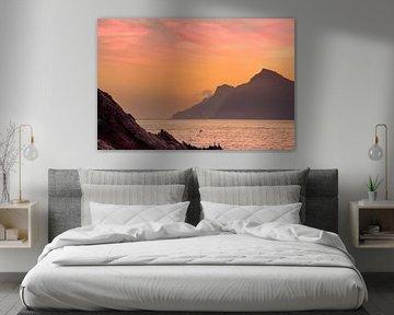zonsondergang aan de Mediterraanse zee